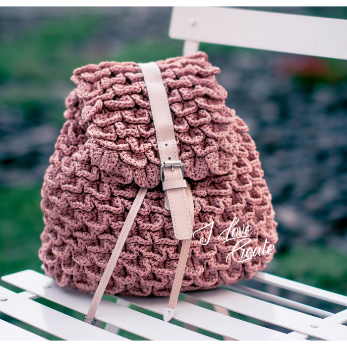 Crochet backpack Shell made of polyester cord with leather accessories